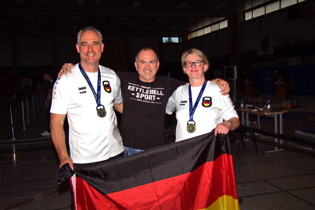 Europameister Kettlebellsport Masterklasse Ralf und Daniela Kuhn miitTrainer Thomas Jack Wanner